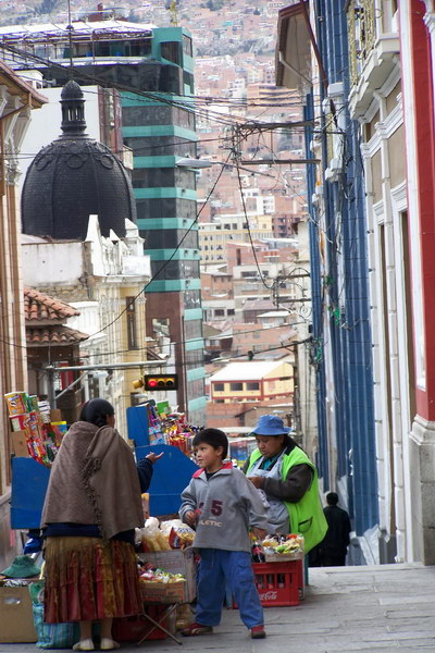 Life in La Paz - always with the hillside as background