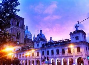 Ecuador - Cuenca: El Parque, main square