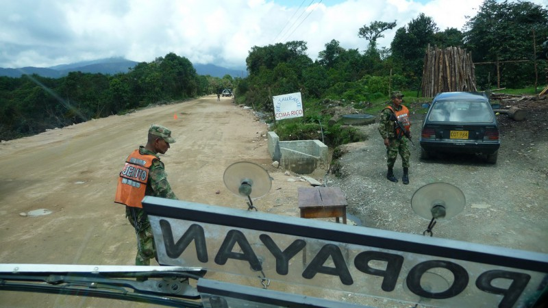 Colombia - San Augustin -> Popayan: army check-point