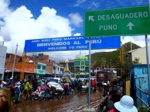 Bolivia/Peru - Desaguaderos: border crossing