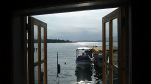 Pamama - Bocas del Toro: waiting for the water taxi from Bocas Town to Adminrante